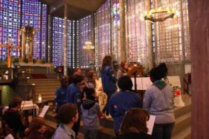 Cérémonie de la Lumière de la Paix de Bethléem au Raincy en 2013.